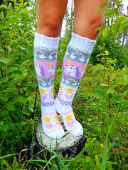 Unicorn Socks pattern by Beyond The Loops Ravelry: Unicorn Socks pattern by Suvi Huttunen. Unicorn Knitting Pattern, Knitting Patterns, Knitting Ideas, Wool Socks, Knitting Socks, Slipper Boots, Yarn Crafts, Mittens, Ravelry