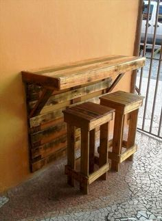 pallet furniture projects Pallet Bar Table with Stools - Top 30 Pallet Ideas to DIY Furniture for Your Home - DIY Wooden Pallet Projects, Wooden Pallet Furniture, Bar Furniture, Wooden Pallets, Furniture Projects, Pallet Ideas, Diy Projects, Furniture Design, Blue Pallets