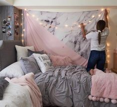 Charming Teen Room Decor Ideas dorm room decorations Check out the image by visiting the link. Cute Bedroom Ideas, Cute Room Decor, Bedroom Inspo, Diy Teen Room Decor, Dorm Room Ideas For Girls, Cozy Teen Bedroom, Cute Teen Rooms, College Room Decor, Girl Dorm Rooms