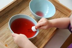 DIY activity: transferred water with a dropper (Eltern vom Mars: Montessori yourself!)