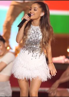 Ariana Grande was nominated for Favorite Female Artist in the Pop/Rock category; here she is seen in November 2014 Ariana Grande Fotos, Ariana Grande Outfits, Ariana Grande Pictures, Jenette Mccurdy, Bae, American Music Awards, Dangerous Woman, Sofia Carson, Lucy Hale