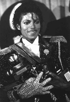 ついにキングの王冠を手にした「Thriller期」!!!なんですが、ここまでと同様、私が個人的に好きな写真を「今年の気分」で選んでます(^^)この写真を見...
