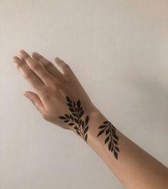 Ivy Tattoo, Wrap Tattoo, Henna Tattoo Hand, Vine Tattoos, Hand Tats, Ankle Tattoo, Leg Tattoos, Body Art Tattoos, Small Tattoos