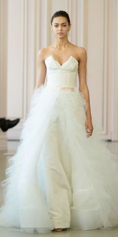 The prettiest strapless wedding gowns to show off your strong upper body. #bridal #weddingdresses