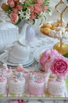 Look at the detail on these mini cakes.