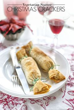 Christmas Cracker Starters These adorable vegetarian filo pastry starters are sure to be crowdpleasers at the Christmas dinner table.These adorable vegetarian filo pastry starters are sure to be crowdpleasers at the Christmas dinner table. Christmas Dinner Starters, Vegetarian Christmas Recipes, Veggie Christmas, Christmas Crunch, Vegan Christmas Dinner, Xmas Food, Christmas Cooking, Holiday Recipes, Christmas Parties
