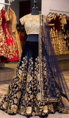 bring you here all kind of Indian Wedding Lehenga Choli in your cost. Lehenga Choli Designs, Indian Bridal Outfits, Indian Bridal Lehenga, Lehenga Wedding, Bridal Gowns, Wedding Dresses, Wedding Themes, Wedding Bridesmaids, Bridal Shoes