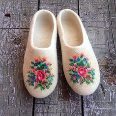 Summer SALE - 30 % de réduction pantoufles en laine feutrée de blanc, chaussons…