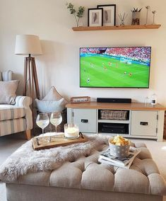 Small Living Room Ideas with Tv Lovely 32 Inspiring Bedroom Tv Wall Design Ideas Small Living Room Ideas With Tv, Small Sitting Rooms, Small Lounge, Tv Room Small, Tv On Wall Ideas Living Room, Tv On The Wall Ideas, Family Room Design With Tv, Small Spaces, Living Pequeños