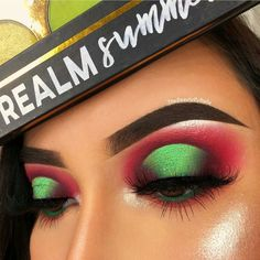Eye Makeup For Blondes watermelon eyes red and green green glitter halo eye Halo Eye Makeup, Eye Makeup Cut Crease, Makeup Eye Looks, Red Eyeshadow Makeup, Green Eyeshadow, Makeup Eyes, Eyeshadow Looks, Christmas Makeup Look, Holiday Makeup Looks