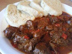 Maďarský guláš Gnocchi, New Recipes, Food And Drink, Beef, Cooking, Breakfast, Ethnic Recipes, Goulash, Red Peppers