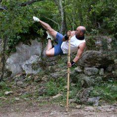 Eric Dulta, passionné de Trial mais aussi ayant un sacré niveau en Arts martiaux ! Martial, Baseball, Sports, Martial Arts, Baseball Promposals, Hs Sports, Sport