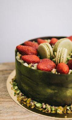 #matcha #pistachio #strawberry #mango #cake #glutenfree #macaron #praline Mango Cake, Pistachio, Matcha, Macarons, Glutenfree, Strawberry, Sweets, Desserts, Food