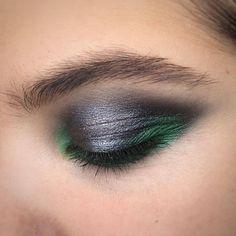 """2,303 Likes, 3 Comments - М·А·С Cosmetics Russia (@maccosmeticsrussia) on Instagram: """"Эксперименты с трендом металлик продолжаются ⭐️ Теперь и в серо-зелёных оттенках в образе от…"""""""