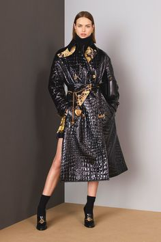 Versace Pre-Fall 2018 Fashion Show Collection