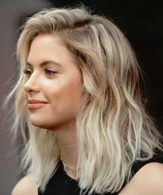Trendy Heavy Balayage Medium Hairstyles for Women – Ashley Benson