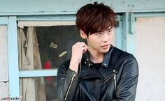 Lee Jong Seok Makes Sniffing a Feather Look Dashing in Latest Agency Stills   A Koala's Playground