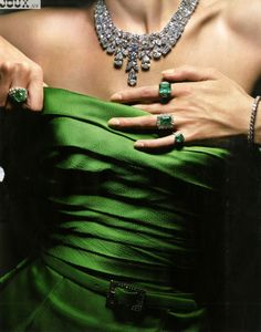 Emerald Green and Diamonds Verde Jade, Glamour, Green Fashion, Emerald Green, Emerald City, Diamond Are A Girls Best Friend, Shades Of Green, Green Colors, My Favorite Color
