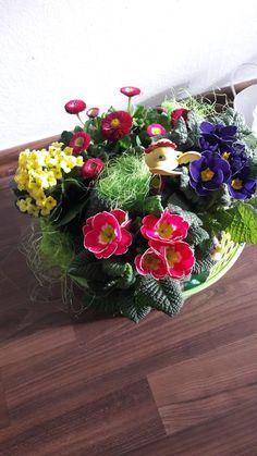 Christmas Wreaths, Holiday Decor, Flowers, Home Decor, Christmas Garlands, Homemade Home Decor, Holiday Burlap Wreath, Royal Icing Flowers, Flower