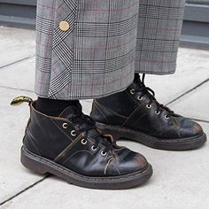 Dr. Martens, Sock Shoes, Shoe Boots, Love Fashion, Womens Fashion, Flat Twist, New Shoes, Swagg, Fashion Accessories
