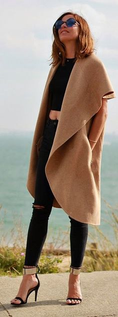 Crop Top And Camel Sleeveless Coat Outfit Idea by Mi Entra Me Visto