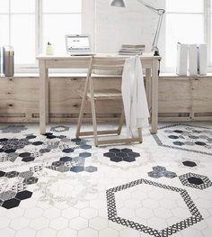 Белая шестигранная плитка с черно-белым узором