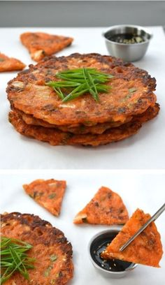 Makes 4 pancakes. These savoury kimchi pancakes make a scrumptious snack, side dish, or appetiser. It's easy to make them gluten-free and best of all they are vegan, too. Just bought like a gallon of kimchi. K Food, Good Food, Yummy Food, Tasty, Korean Kimchi Pancake Recipe, Korean Pancake, Vegetarian Recipes, Cooking Recipes, Veggies