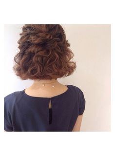 Really adore this! Messy Bob Hairstyles, Short Hair Updo, Short Wedding Hair, Pretty Hairstyles, Bridesmaid Hair, Prom Hair, Medium Hair Styles, Curly Hair Styles, Hair Arrange