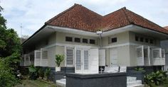 Dutch house in Semarang Colonial House Exteriors, Dutch Colonial Homes, British Colonial Style, Asian Architecture, Colonial Architecture, Minimalist House Design, Minimalist Home, Style At Home, Holland House