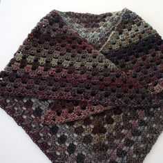 Crochet shawl. Free Pattern and video tutorial from B.hooked Crochet.