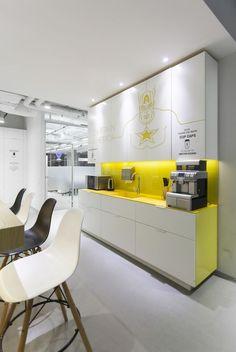 ♥♥♥ Дизайн кухни желтого цвета - идеальный выбор для современного интерьера. Фото лучших сочетании желтого с белым, зеленым и черным для кухонь любых размеров.