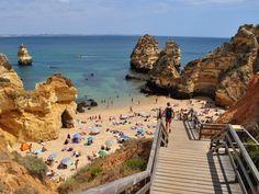 """Estamos participando de uma """"corrente"""" de 7 fotos de viagem lá no Facebook então por que não aproveitar e publicar aqui também?  Foto 3 - Nossa recente viagem por Portugal país realmente maravilhoso que adoramos conhecer com destaque para suas praias.  #europa #europe #portugal #lagos #algarve #camilo #praiadocamilo #praia #sol #mar #beach #sun #sea #rbbviagem #ligadoemviagem by ligadoemviagem"""