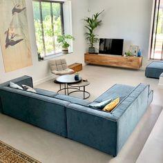 Geef kleur aan je interieur met een blauwe hoekbank van By SIDDE. De kleur b . Living Room Sofa Design, Living Room Furniture, Home Furniture, Living Room Decor, Living Spaces, The Home Edit, Luxury Living, Home And Living, Sweet Home