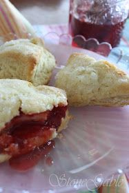 Beautiful Sour Cream Scones recipe Made these for bowling and women that lived in London said they were exactly like what the had there. You could add dried fruit, zest, etc. Yummy Treats, Delicious Desserts, Yummy Food, Tasty, Tea Recipes, Dessert Recipes, Scone Recipes, Brunch Recipes, Dessert Ideas