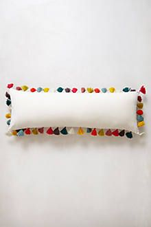 Multi-coloured tassel cushion - anthropologie.eu