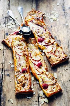 Puff pastry with goat cheese and peaches - Recipe in English...