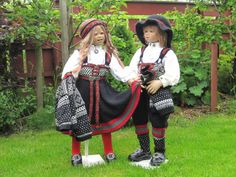 Himstedt dolls in fabulous knitted bunad costumes from Norway, from Gunn's website.