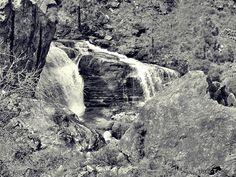 Agua en la roca