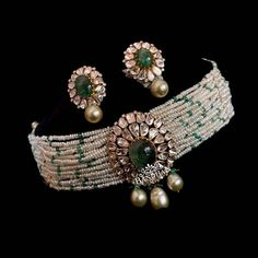 Check out this pretty designer choker necklace by the brand Bandhan Emporio. Antique Jewellery Designs, Fancy Jewellery, Indian Jewelry Earrings, Indian Jewelry Sets, Jewelry Design Earrings, Indian Wedding Jewelry, Gold Earrings Designs, Gold Jewellery Design, Stylish Jewelry