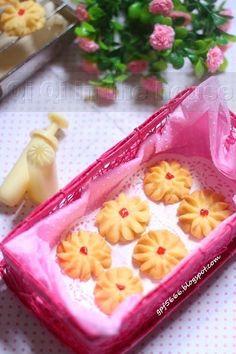 Qi Qi in the house: 牛油小花饼