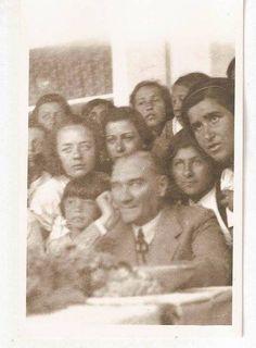 Atatürk öğrencilerle… Bilinmeyen fotoğraflarından