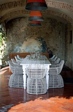 Extravagantly architect Roberto Falconi live in a XV century sculpture CO-shell as a man, a classic Italian design and a collection of artifacts dogonskih.