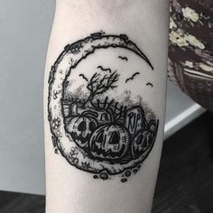 Halloween Tattoo designs considered as attractive tattoo. Ink your self with Festive tattoo Pumpkin Tattoos and many more on halloween day. Piercing Tattoo, Detailliertes Tattoo, Form Tattoo, Shape Tattoo, Body Art Tattoos, Small Tattoos, Sleeve Tattoos, Cool Tattoos, Grey Tattoo