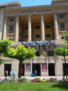 Teatro Gayarre Pamplona, Pergola, Outdoor Structures, Mansions, House Styles, Theater, Manor Houses, Outdoor Pergola, Villas