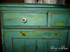 Love this paint combination from Mindy at Pretty in Paint.  She combined CeCe Caldwell's Spring Hill Green with Destin Gulf Green - delish!!