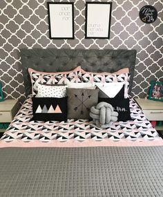 A imagem pode conter: área interna Bedding Inspiration, Room Inspiration, Dream Bedroom, Girls Bedroom, Room Setup, Pink Room, Apartment Interior, Diy Bedroom Decor, Home Decor