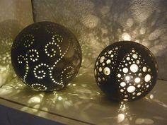 Lichterkugeln 2014, D 25 und 20 cm  aus anthrazitfarbenem Ton