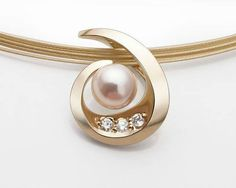 Jewelry OFF! gold cultured pearl and diamond pendant designed by David Worcester for VerbenaPlace. Cultured Pearl Necklace, 14k Gold Necklace, Diamond Pendant Necklace, Pearl Pendant, Pearl Jewelry, Diamond Jewelry, Gold Jewelry, Fine Jewelry, Vintage Jewelry