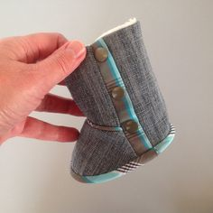 Baby boots made of recycled jeans and a men's shirt Sew Simple, Baby Boots, Patterns, Sewing, Shirts, Ideas, Block Prints, Couture, Pattern