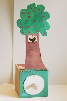child 39 s cardboard cuckoo clock atelier pour enfants crafts for kids pinterest un to. Black Bedroom Furniture Sets. Home Design Ideas